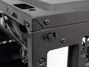 ケース背面のLED制御スイッチ
