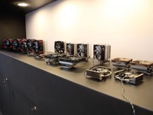 ID-Coolingは非常に多くのヒートシンクを展示していた。他のクーラーメーカーと比べても、かなり精力的な印象を受ける。